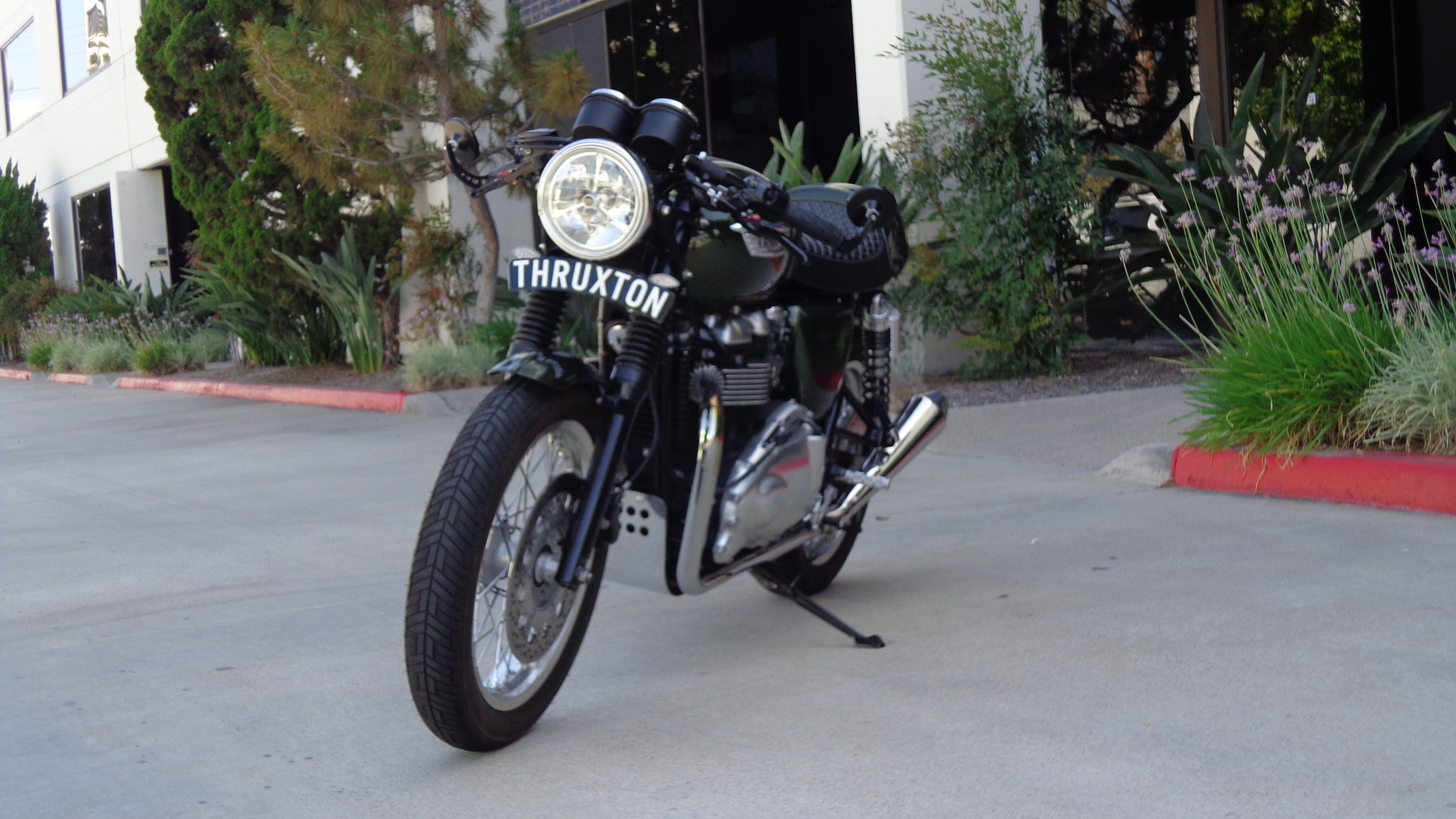 thruxton curved license plate – carpy's cafe racers